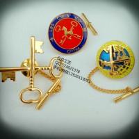 现货供应金钥匙徽章、酒店员工佩带LOGO徽章、襟章生产